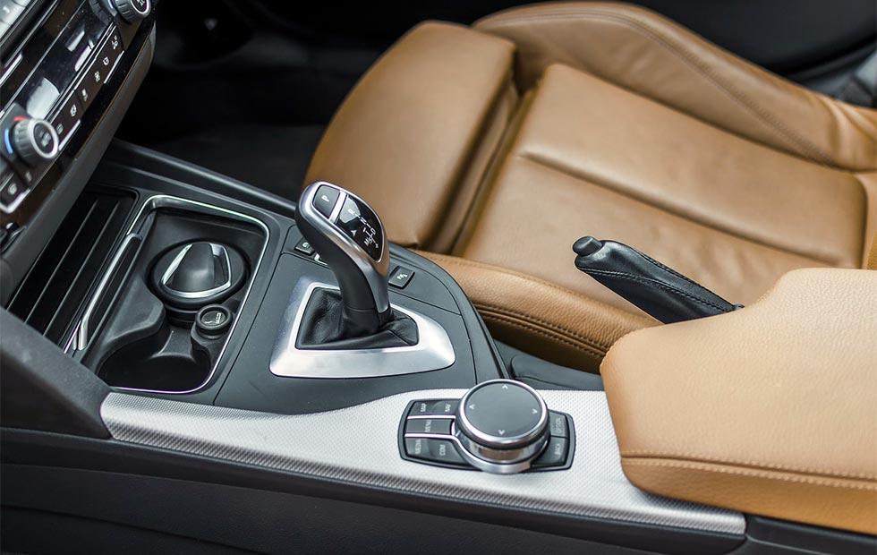 自動車車内のイメージ