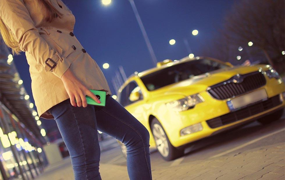 タクシーを利用するイメージ